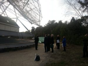 De fractie bij de radiotelescoop